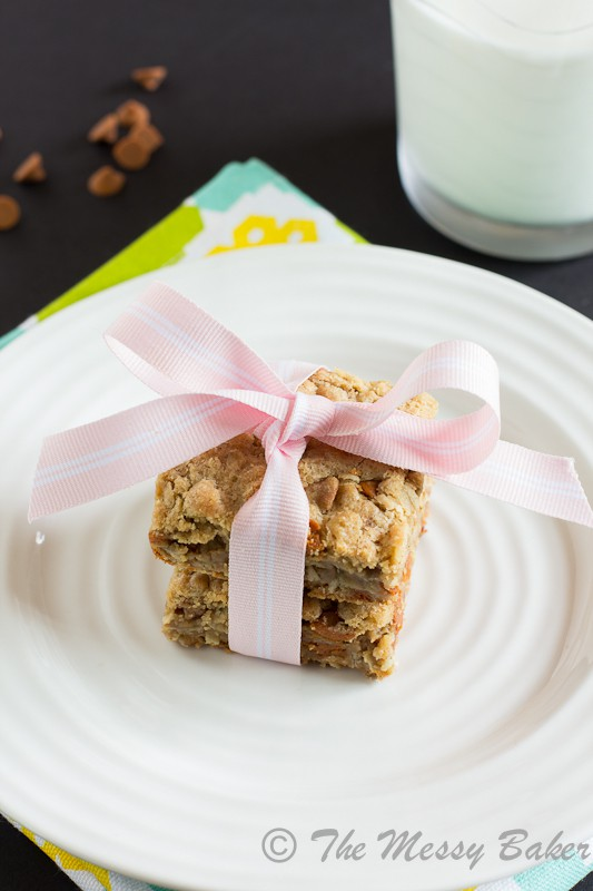 Cinnamon Chip Cookie Butter Oat Bars | www.themessybakerblog.com-7464