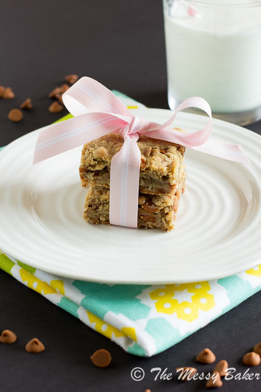 Cinnamon Chip Cookie Butter Oat Bars | www.themessybakerblog.com-7465