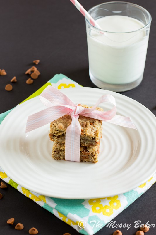 Cinnamon Chip Cookie Butter Oat Bars | www.themessybakerblog.com-7468