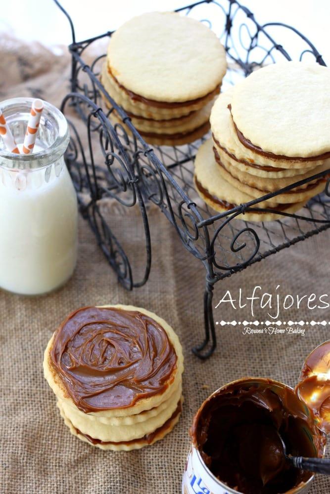 Alfajores-dulce-de-leche-sandwich-cookies-recipe-1