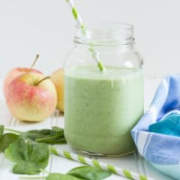 Apple Banana Green Smoothie | www.themessybakerblog.com