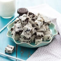 Cookies & Cream Fudge | www.themessybakerblog.com