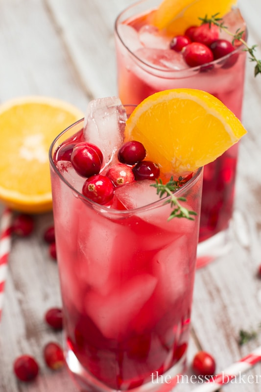 Cranberry-Orange Gin Fizz Cocktail with Thyme | www.themessybakerblog.com