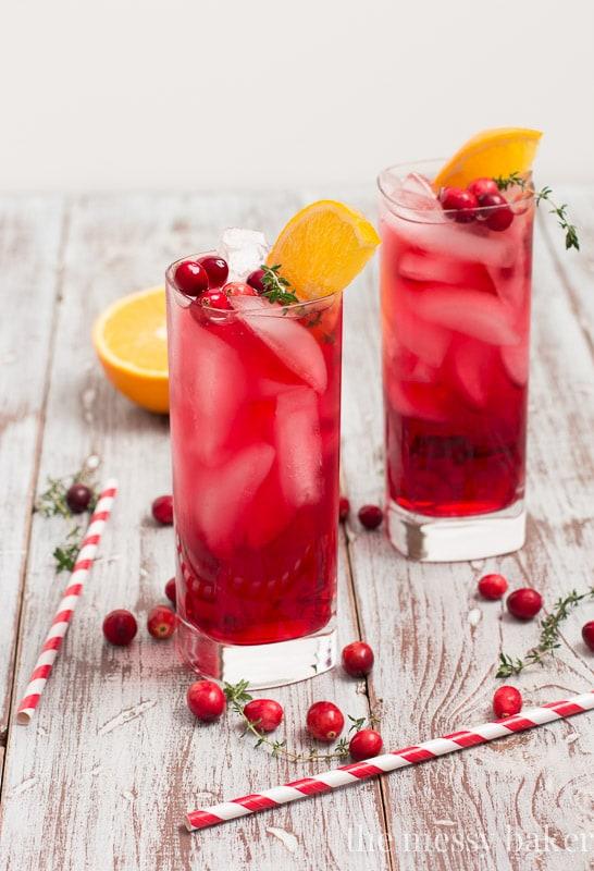 Cranberry-Orange Gin Fizz with Thyme | www.themessybakerblog.com