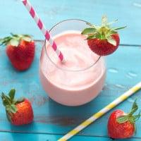 Strawberry Peach Malted Smoothie | www.themessybakerblog.com