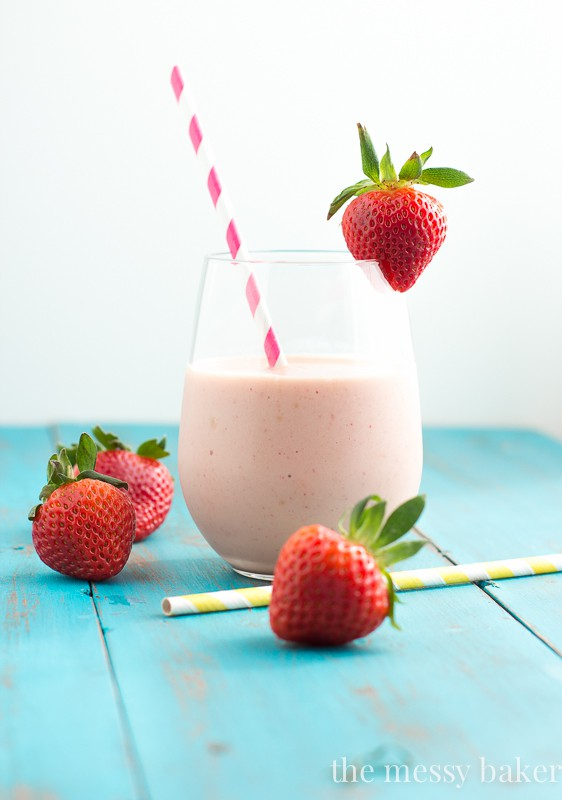 Strawberry Peach Malted Smoothie | www.themessybakerblog.com