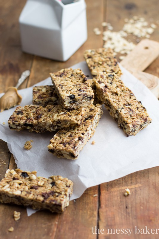 Chocolate Chip Peanut Butter Granola Bars {Gluten-Free Option} | www.themessybakerblog.com