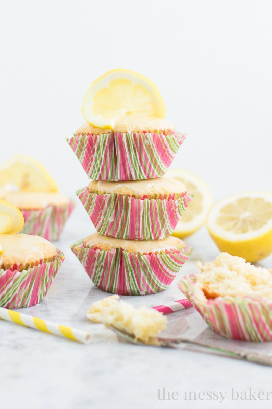 Lemon Cupcakes with Lemon Glaze | www.themessybakerblog.com