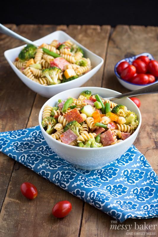 Summer Pasta Salad |www.themessybakerblog.com