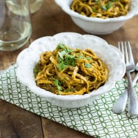 Roasted Red Pepper Pesto Pasta | www.themessybakerblog.com