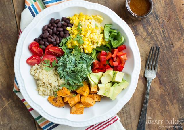 Southwestern Veggie Bowl with Chipotle Vinaigrette | www.themessybakerblog.com