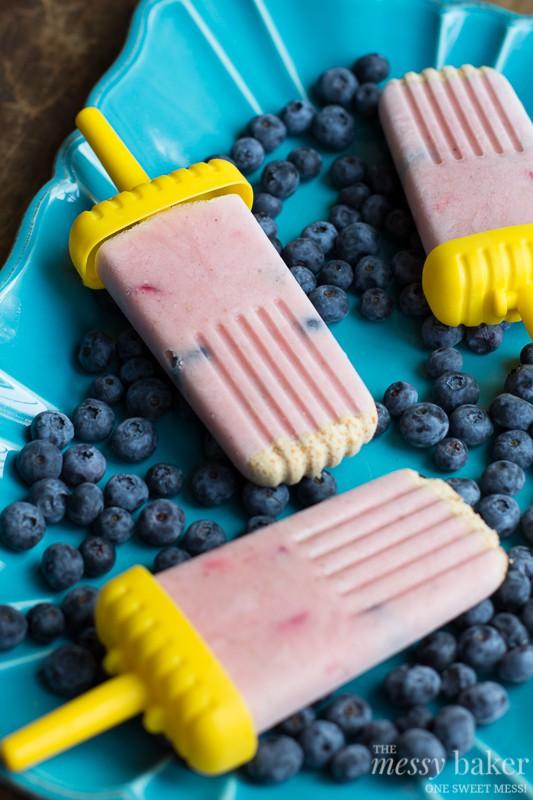 Healthy Strawberry-Banana Smoothie Popsicles | www.themessybakerblog.com