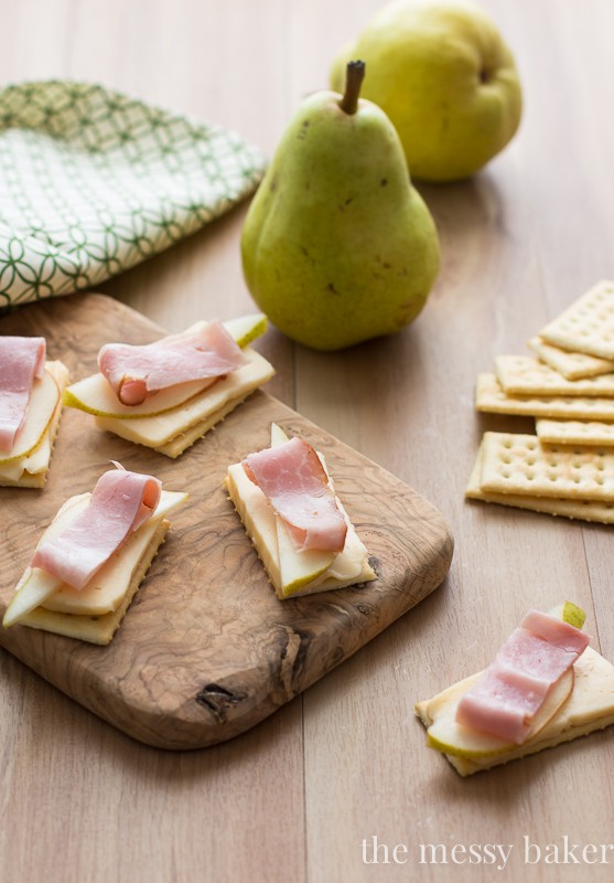 Havarti, Pear, & Smoked Ham on Crackers is the perfect fall appetizer | www.themessybakerblog.com
