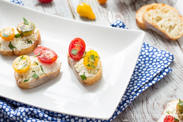 Ricotta Toasts with Tomatoes | www.themessybakerblog.com