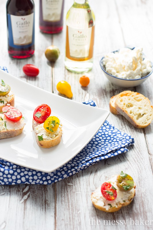 Easy Ricotta Toasts with Tomatoes Appetizer for Football | www.themessybakerblog.com