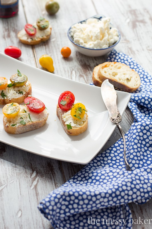 Easy Ricotta Toasts with Tomatoes Appetizer | www.themessybakerblog.com