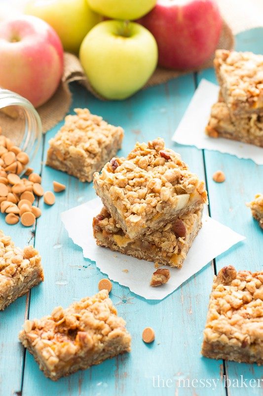 Easy Butterscotch Apple Crumb Bars Recipe | www.themessybakerblog.com