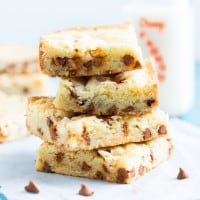White Chocolate Cinnamon Chip Brownies | www.themessybakerblog.com