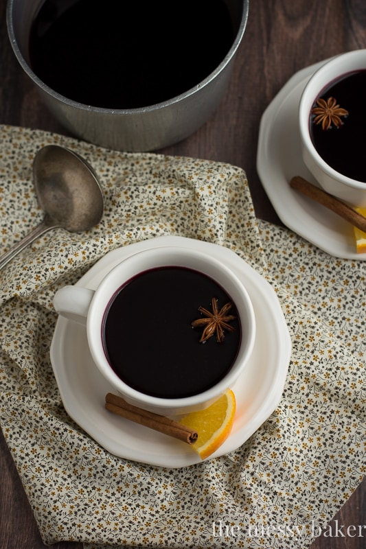 Pomegranate Mulled Wine | www.themessybakerblog.com