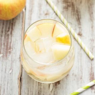 Caramel Apple Sangria | www.themessybakerblog.com