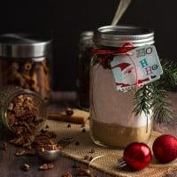 Chocolate Chip Pecan Banana Bread Gift Jars make the perfect Christmas gift for the holiday season | www.themessybakerblog.com