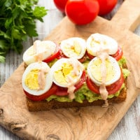 Healthy Avocado, Tomato, and Sliced Egg Toast. This open-faced sandwich is perfect for breakfast or lunch. | www.themessybakerblog.com