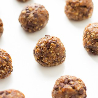 Gluten-Free & Vegan Chocolate Chip Energy Balls | www.themessybakerblog.com