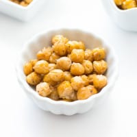 Kitchen 101: How to Roast Chickpeas { A Tutorial} | www.themessybakerblog.com