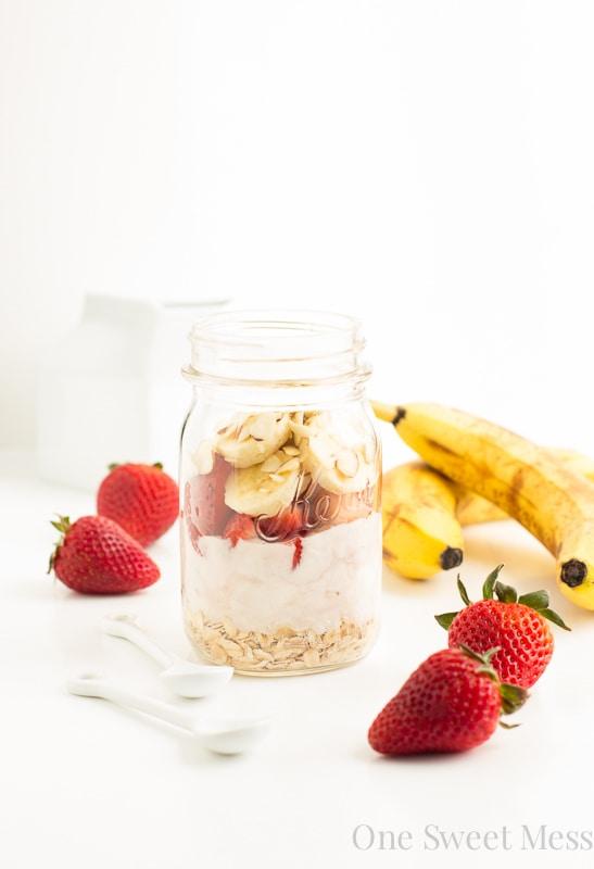 Strawberry Banana Overnight Oats | A creamy mixture of Greek yogurt, vanilla almond milk, fresh fruit, and oats. This healthy breakfast tastes like a decadent dessert.