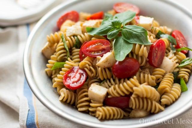 Caprese Pasta Salad {Vegetarian}