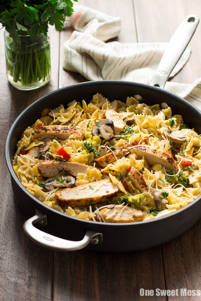 Chicken Alfredo Primavera: Hearty slices of chicken and seasonal veggies get tossed with bow-tie pasta and a creamy, cheese-y alfredo sauce. The entire dish is ready in 30 minutes