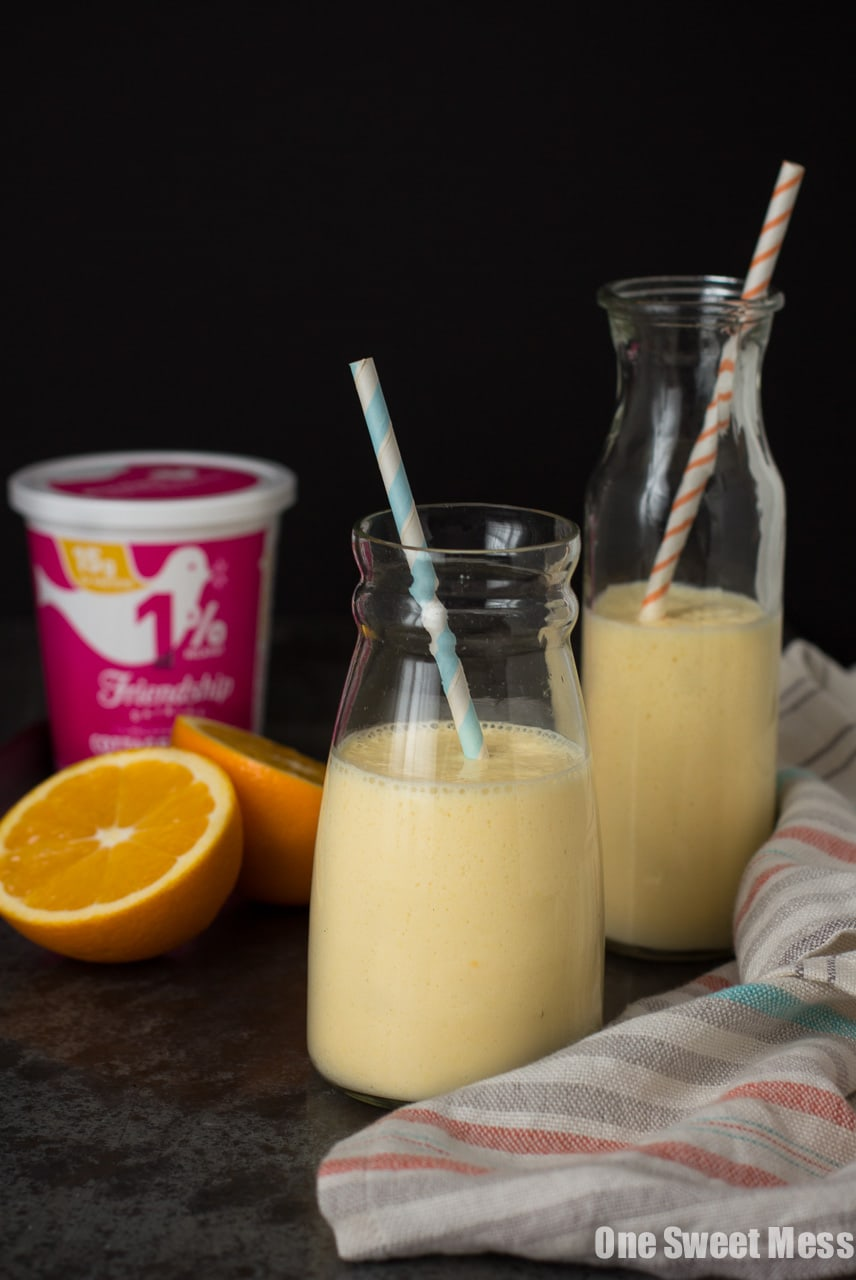 Dreamsicle Smoothie | This orange and vanilla-infused smoothie is ultra thick, rich in protein, and super healthy.