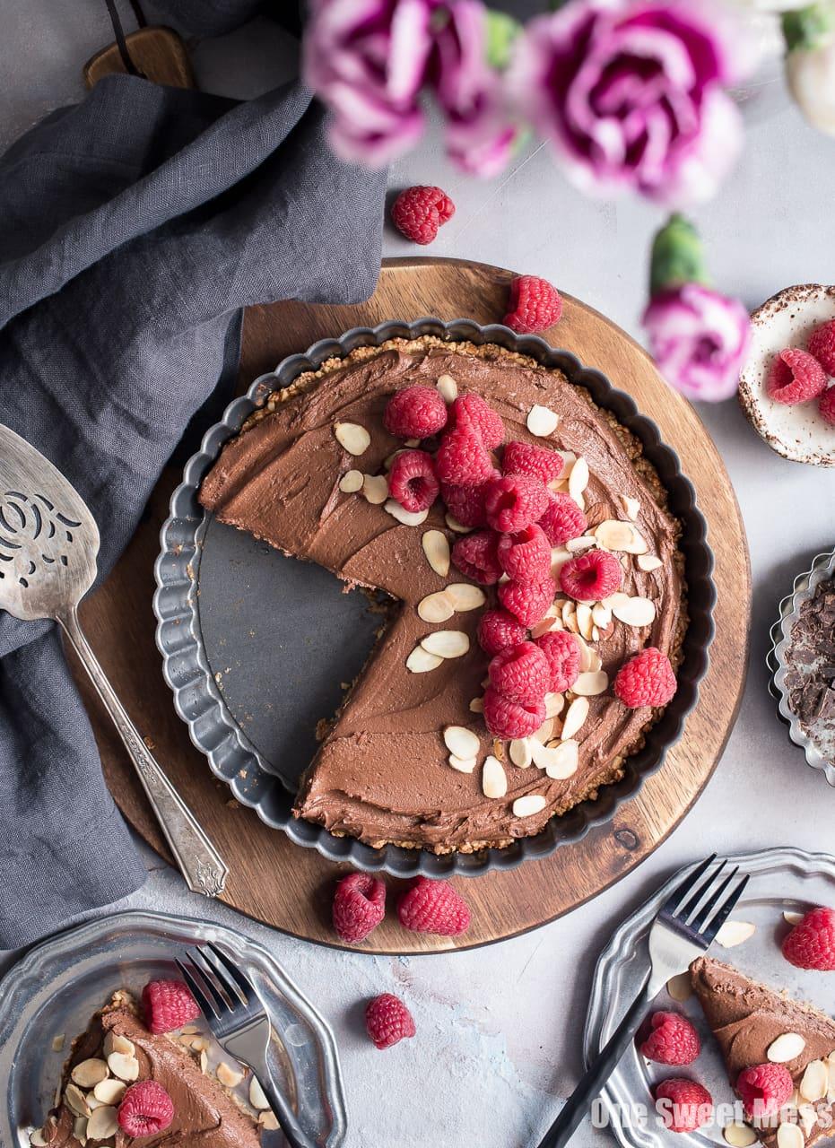Dark Chocolate Almond Tart: This rich, creamy, ultra chocolate-y tart is vegan, gluten-free, grain-free, soy-free, and egg-free.  This decadent tart is perfect for Valentine's Day.