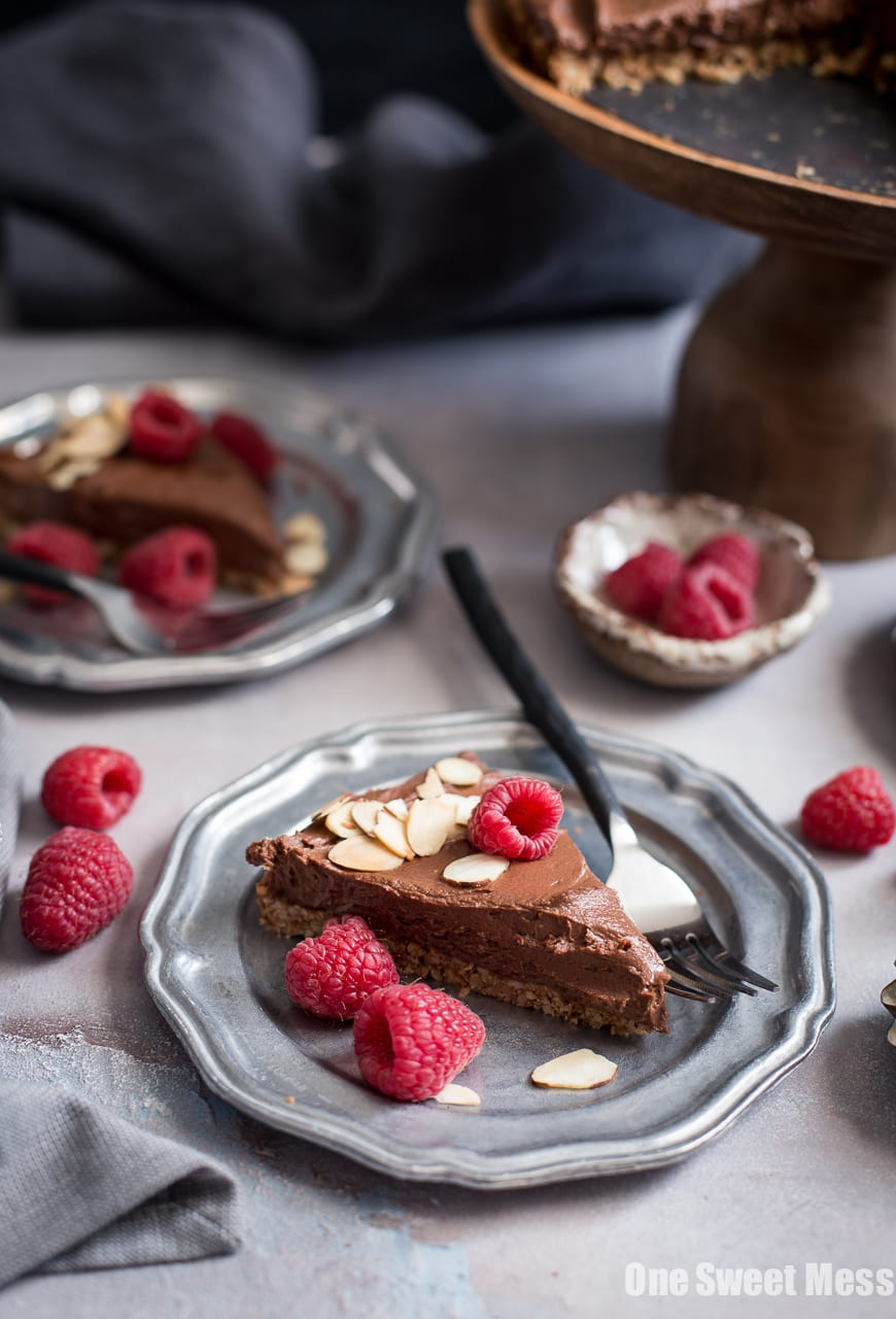Dark Chocolate Almond Tart: This rich, creamy, ultra chocolate-y tart is vegan, gluten-free, grain-free, soy-free, and egg-free.  This decadent tart is perfect for Valentine's Day.
