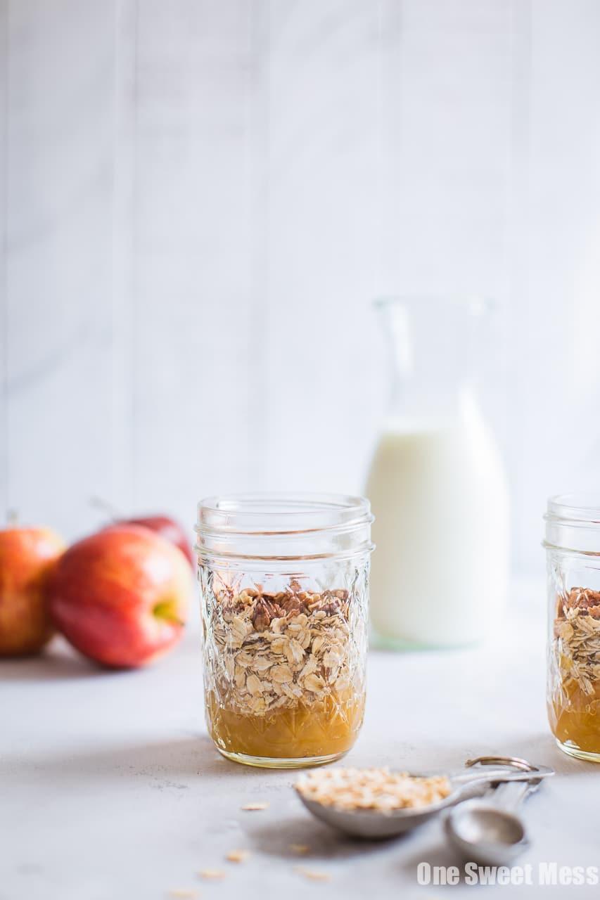 Apple Pie Overnight Oatmeal {Gluten-Free, Vegan, Naturally Sweetened}