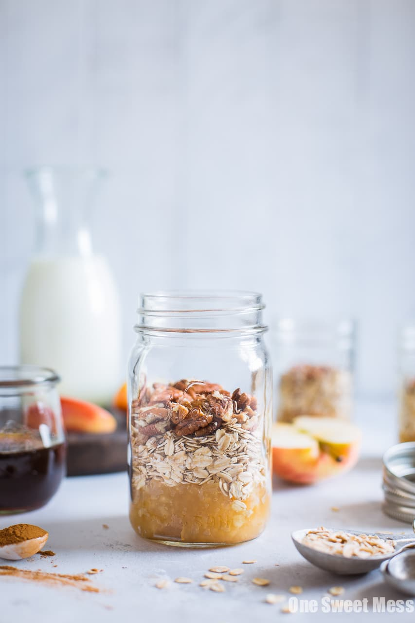Apple Pie Overnight Oatmeal {Gluten-Free, Vegan, Naturally Sweetened}